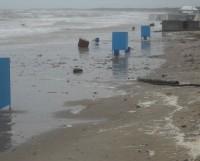 На фото: так выглядел ягринский пляж в пятницу, 23 августа, когда в городе разгулялась непогода.