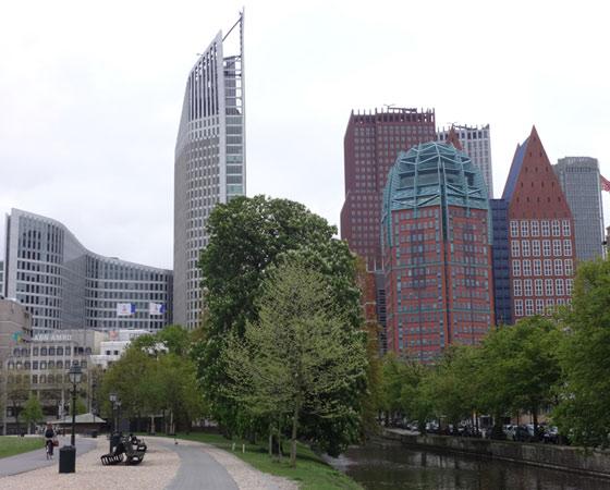 Современный центр города Гаага. Фото Екатерины Курзеневой