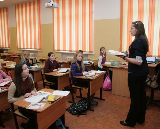 Несмотря на сложную кадровую ситуацию, в школах всё же работают молодые перспективные педагоги. Фото Владимира Бербенца