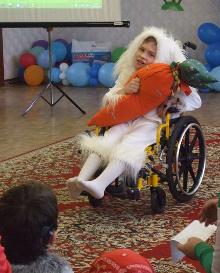 Степан читал на конкурсе стихи о зайце, влюблённом... в морковку. Фото Галины Чарупы
