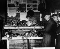 Выставка урожая огородных культур. 1946 год. Фото из архива музе