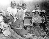 В пионерском лагере (д. Коскошино, первая половина 1940-х годов). Фото из фондов музея