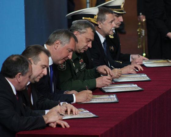 Подписание акта закладки АПЛ. Фото Владимира Бербенца