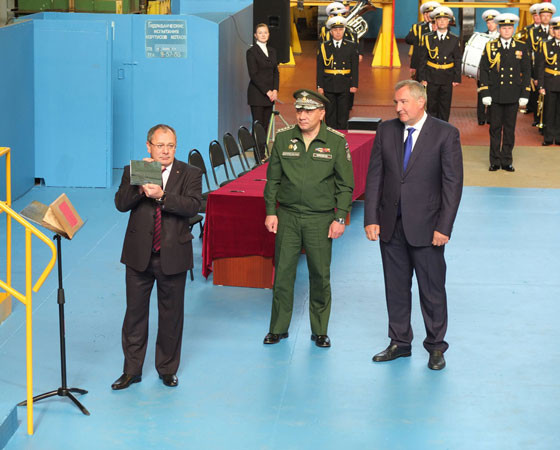 Михаил Будниченко (слева), Дмитрий Рогозин (справа), Юрий Борисов. Фото Владимира Бербенца