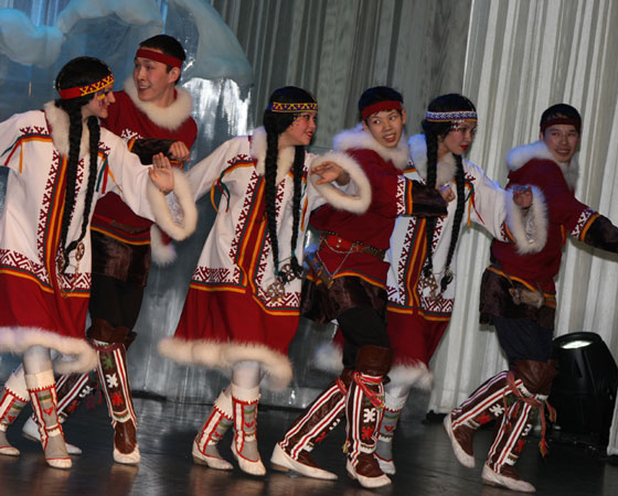 Народный ансамбль «Хаяр» («Солнце») всегда пользуется успехом. Фото из архива газеты «Няръяна вындер» (г. Нарьян-Мар)