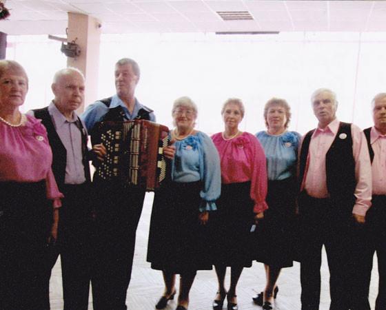 Компания «И сыграем, и споём!» в Иваново. Фото из архива автора письма
