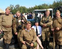 Фотокорреспонденты «Северодвинского десанта». А. Руднев в центре. Фото из архива А. Руднева