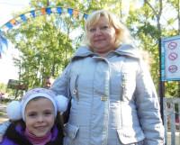 Виктория Ивановна с внучкой Элей. Фото Анны Даниловой