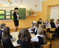 Ученики 3б класса отвечают на задания интеллектуальной игры «Экономический калейдоскоп». Фото Андрея Мирошникова