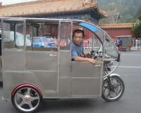 Моторикша — для трёх пассажиров. Фото Ольги Голубцовой
