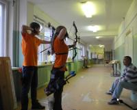 Тренировку в 28-й школе проводит Батор Шалдаев. Фото из архива секции