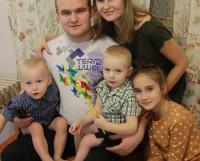 Юлия и Александр Криворучко тоже из многодетных семей. Фото Валентина Капустина