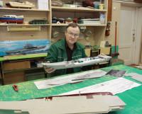 Александр Кузнецов: «У модели крейсера «Адмирал Кузнецов» готов корпус, проведена электрика». Фото Валентина Капустина