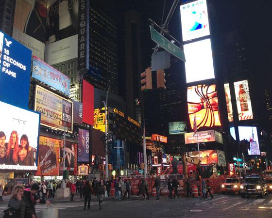 Нью-Йорк: большое яблоко с оранжевыми тыквами