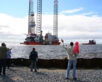 В Северодвинске можно сделать и такие уникальные кадры. Вывод платформы «Арктическая» со «Звёздочки». Фото Владимира Бербенца