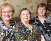 Любовь Владимировна с дочерьми Галиной и Валентиной. Фото из семейного архива