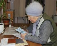 Валентина Михайловская оформляет документы на получение субсидии. Фото Андрея Мирошникова