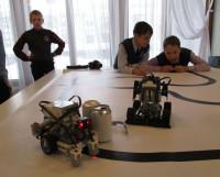 Шустрые роботы созданы в лицее №17. Фото Галины Чарупы