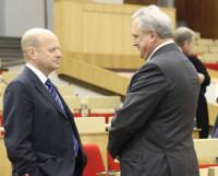 Депутаты Виктор Казаринов (слева) и Эрнест Белокоровин. Фото Андрея Мирошникова
