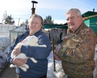 Кролиководством  Иван  Иванович  и  Надежда  Ивановна  заразили  и  своих  родных. Фото Елены Никитиной