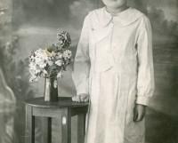 Белое платье определило дальнейшую судьбу Вали. Фото из домашнего альбома