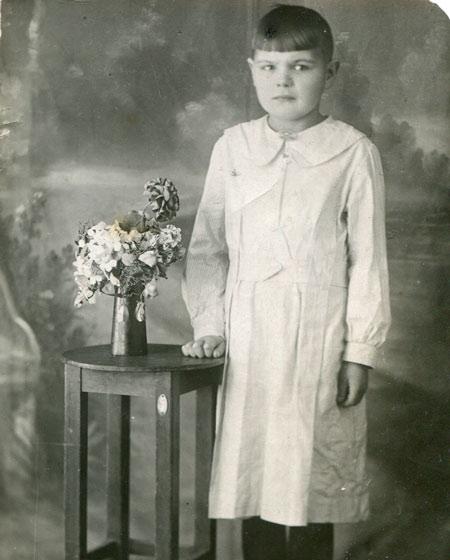 Белое платье, серая шинель