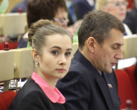 Екатерина Поздеева и Александр Дятлов на сессии облсобрания. Фото Андрея Мирошникова