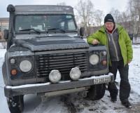 На этом автомобиле, переоборудованном в настоящий дом на колёсах, 72-летний Луи Шнайдер ездит по всему миру. Фото Елены Никитиной