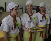 Дано: картофель, курица, томаты. А вы сможете за час создать из этого кулинарный шедевр? Фото Валентина Капустина