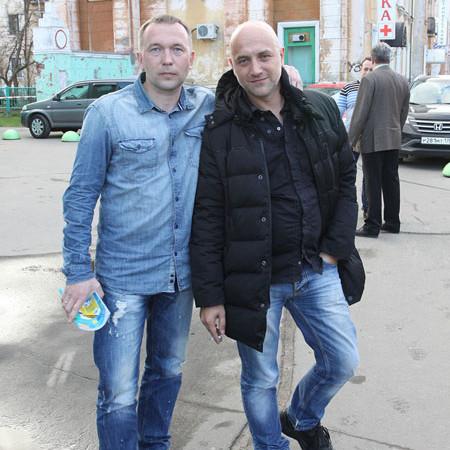 Захар Прилепин (справа) со своим северодвинским другом — журналистом Андреем Рудалёвым. Фото Валентина Капустина