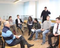 Группы намеренно сделали разношёрстными: участникам предстояло научиться договариваться между  собой  и  думать  в  несколько  голов. Фото Валентина Капустина
