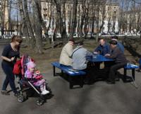 В Северодвинске на десятерых работающих приходится примерно четыре пенсионера и два ребёнка. Фото Валентина Капустина