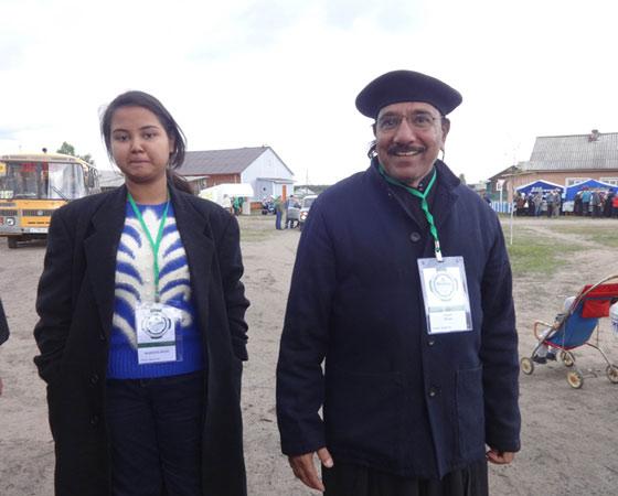 Отец Джон Танвеер с дочерью. Фото Екатерины Курзеневой