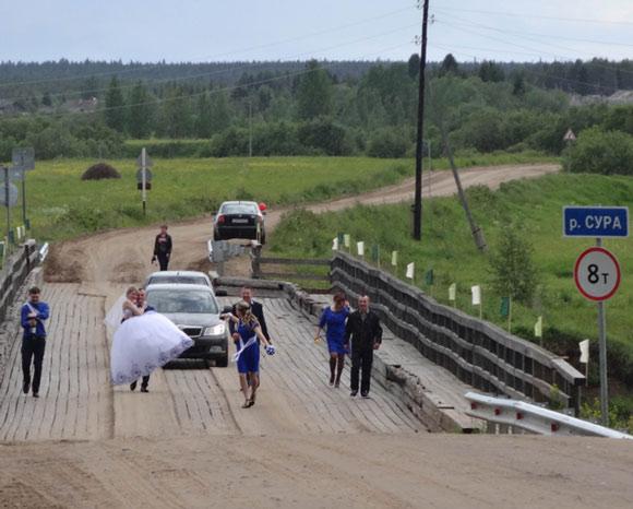 У села есть будущее, пока в нём играютcя свадьбы и рождаются дети. Фото Екатерины Курзеневой