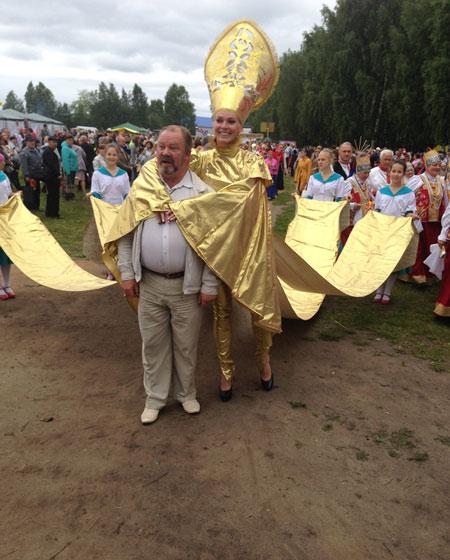 Важно шествует золотая Жар-птица. Фото Ольги Голубцовой