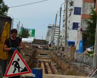 На пр. Победы меняют почти 200 метров трубопроводов. Фото Елены Никитиной