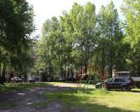 Ломоносова, 68 — в этом дворе места должно хватить всем. И людям, и машинам. Фото Андрея Мирошникова