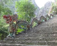 Считается, что вьетнамцы произошли от дракона Лак Лонг Куан и прекрасной феи Ау Ко. Полна легенд и загадок страна и сегодня. Фото Екатерины Курзеневой