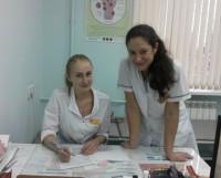 Молодые специалисты Екатерина Усанова (слева) и Юлия Козинчук. Фото автора