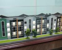 Вот такой он будет — новый дом! Стильный, современный, уютный. Макет установлен в офисе ПСК «Высота». Фото Андрея Мирошникова