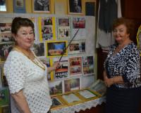 Эксклюзивную экскурсию по «Поморской светёлке» проводят Диана Цыварева (слева) и Антонина Гутник. Фото Елены Никитиной