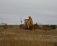 На Арктической вместо возведения жилья тяжёлая техника в неизвестном направлении вывозит песок. Фото Андрея Мирошникова