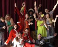 В штабе старшеклассников ребята не только учатся актёрскому мастерству, но ещё и находят хороших друзей. Фото из архива штаба старшеклассников