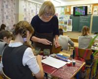 Любимые уголки области ученики 6б класса школы № 29 рисуют на уроке учителя Н.И. Афанасьевой. Фото Екатерины Курзенёвой