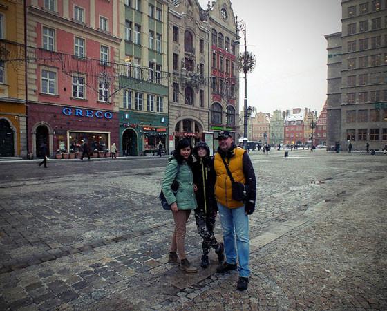Польша стала второй страной на их пути. Вроцлав — город  бронзовых гномов. Поиск гномов по специальной карте — увлекательное занятие. Фото из архива Андрея Крячкова