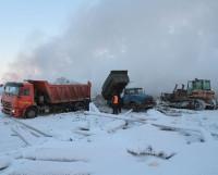 Возгорание тушат снегом с песком, перекрывая доступ кислорода.                            Фото Евгении Легостаевой