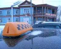 Традиционные шашечки — редкость. Чаще таксиста можно опознать по выносным антеннам и окрашенному в цвет кузова плафону на крыше. Фото Андрея Мирошникова