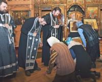 В Прощёное воскресенье в храмах и священники, и паства просят друг у друга прощения. Фото из архива редакции