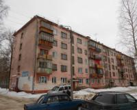 В доме 65 на улице Ломоносова убийство произошло во втором подъезде, на площадке между этажами.