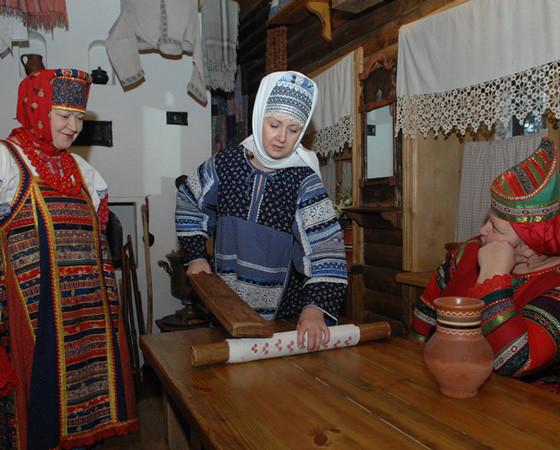 На Руси был создан свой праутюг — рубель. Его делали из деревянного бруска, один край которого был рифлёным. Фото автора